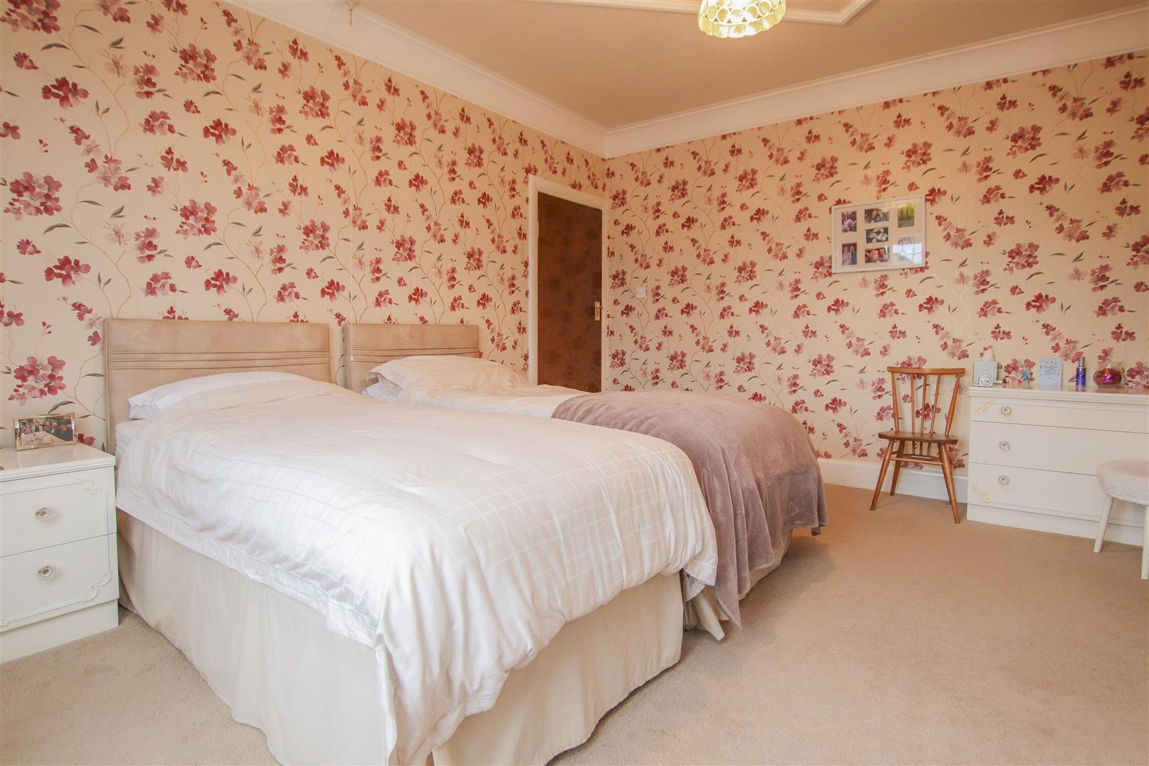 4 Bedroom Detached House For Sale - WHINEY_10.JPG